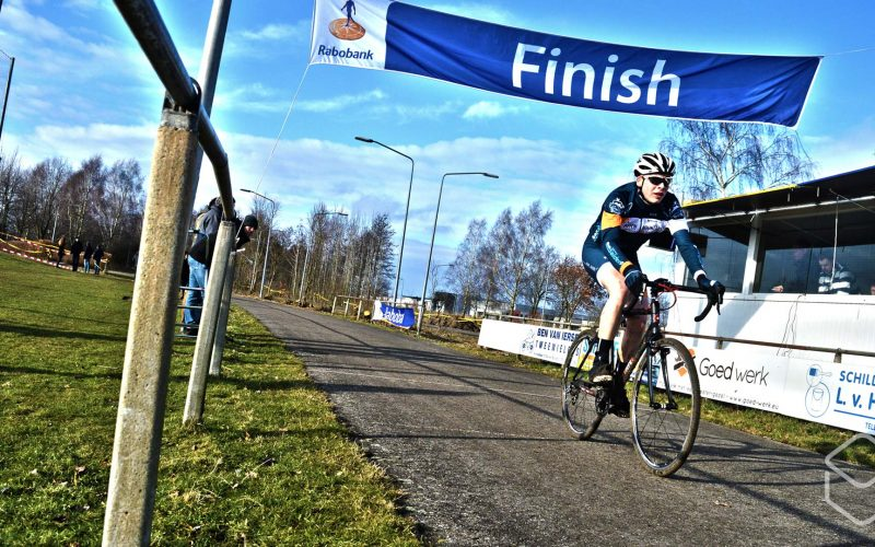 Cobbles-veldrijden-NSK-finish-Dutch-Mountains